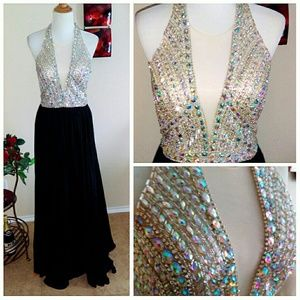 Boutiqe Dresses - Beautiful Rhinestone Nude & Black Flowy Gown